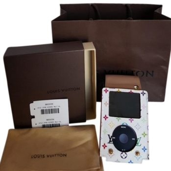 louis-vuitton-ipod-case-with-ipod-classic-7th-gen-160gig-ac-charger-and-ear-piece-7225696-0-1 (1)